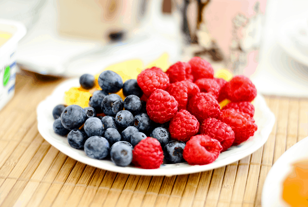how mindset changes can help you lose weight get off the diet roller coaster healthy berries on a plate